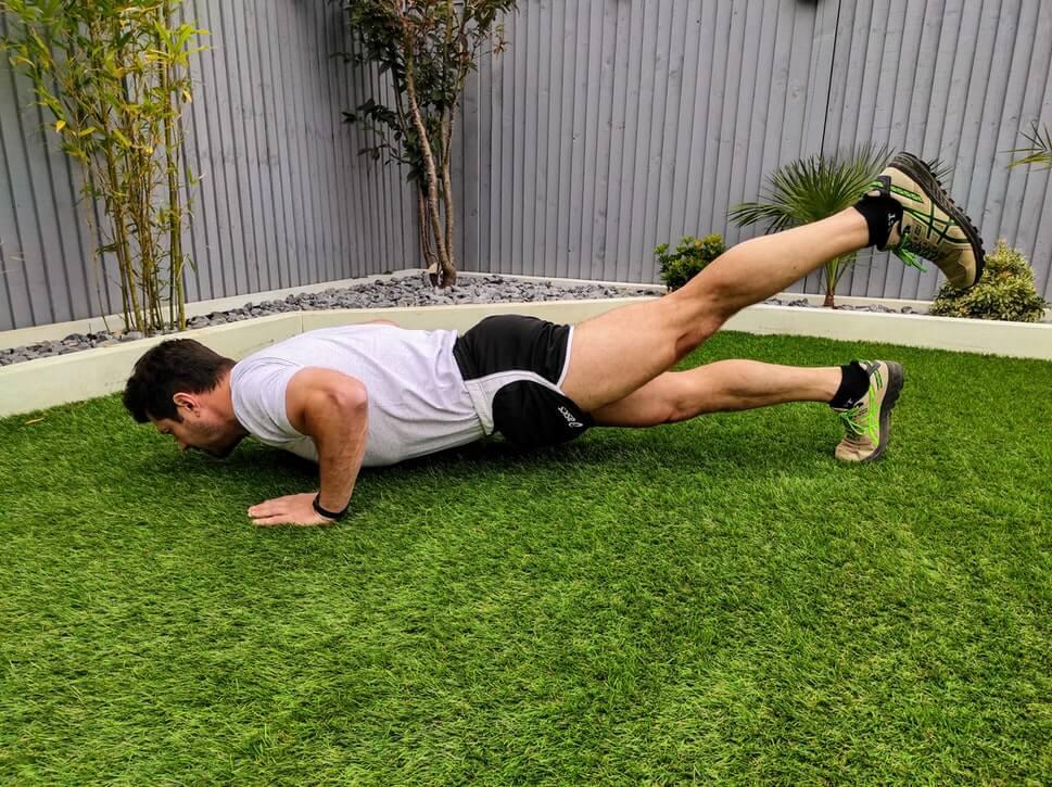 Fitness oefeningen thuis zonder gewichten (push up)
